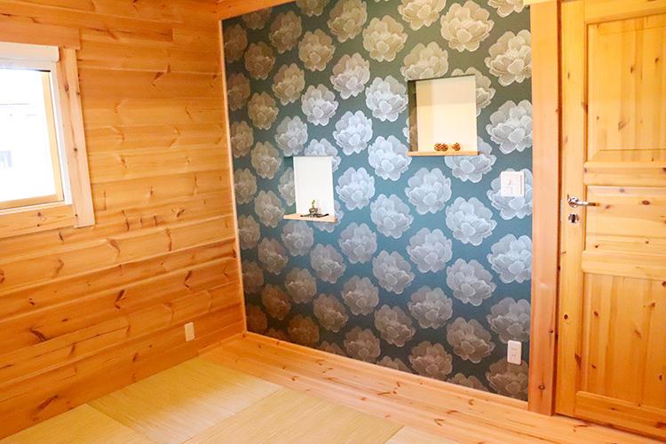 和室もあり、壁紙はとってもおしゃれな感じでしたよ。